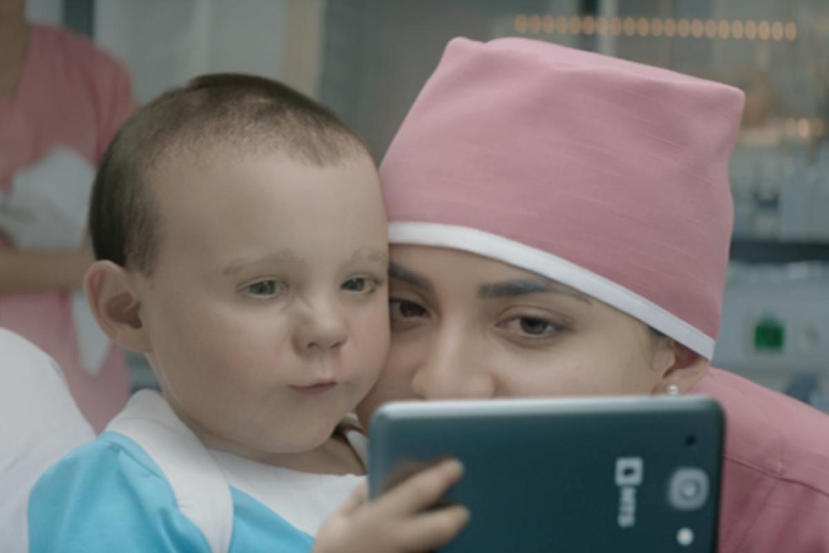 [Βίντεο] Γεννήθηκε για το ίντερνετ