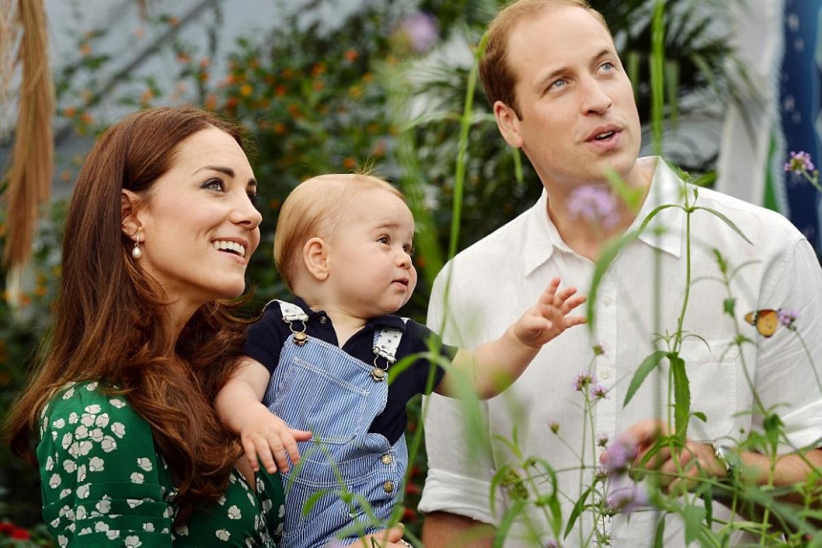 Ο πρίγκιπας George της Αγγλίας γίνεται ενός έτους