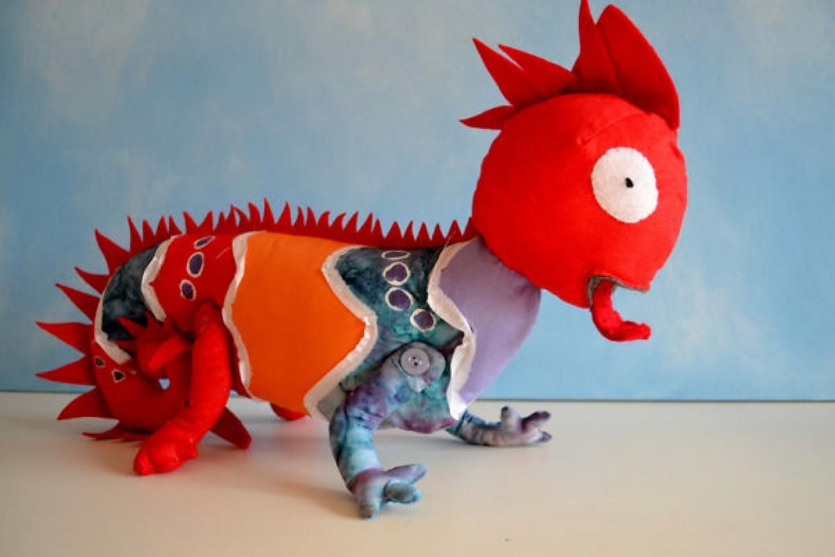Καλλιτέχνις δημιουργεί χνουδωτά κουκλάκια από παιδικές ζωγραφιές