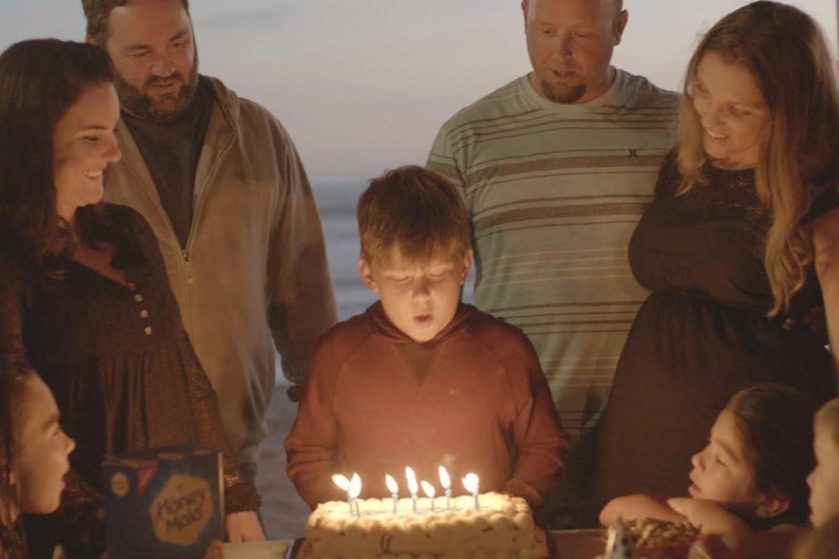 Μια εξαιρετική διαφήμιση παρουσιάζει πώς μεγαλώνει ένα παιδί χωρισμένων γονιών