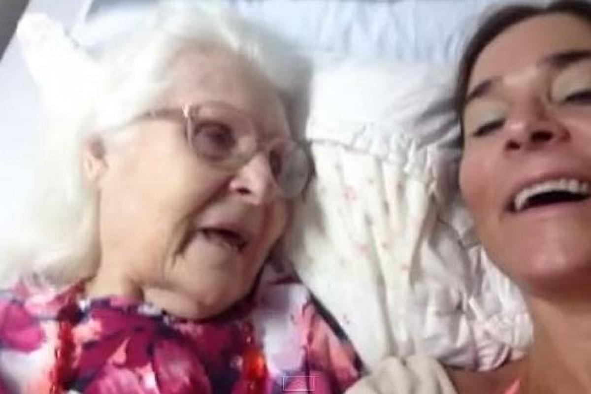 Μια γυναίκα μοιράζεται τη στιγμή που η άρρωστη με Αλτσχάιμερ μητέρα της τη θυμήθηκε