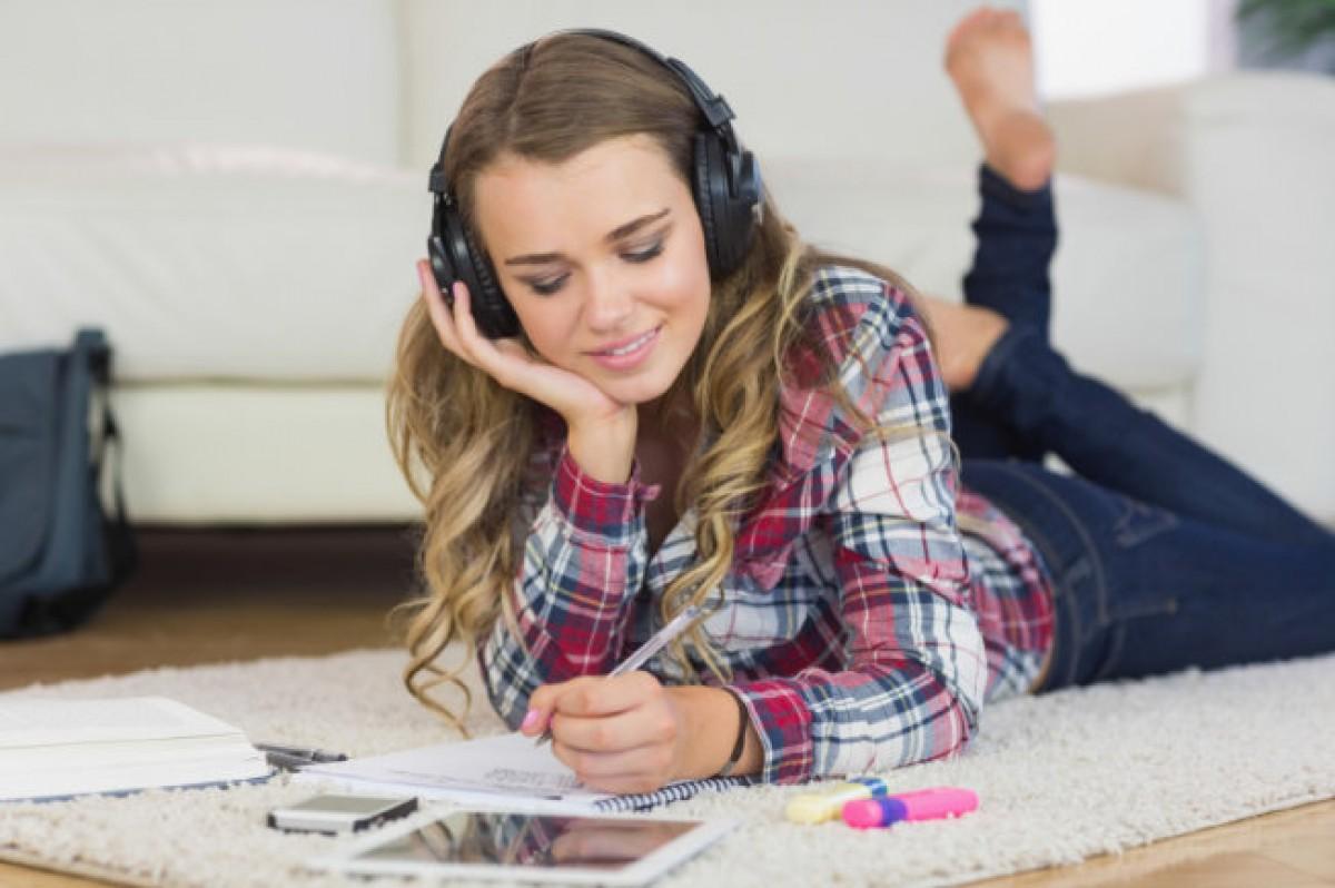 Η απόλυτη playlist για μια αποδοτική σχολική ημέρα