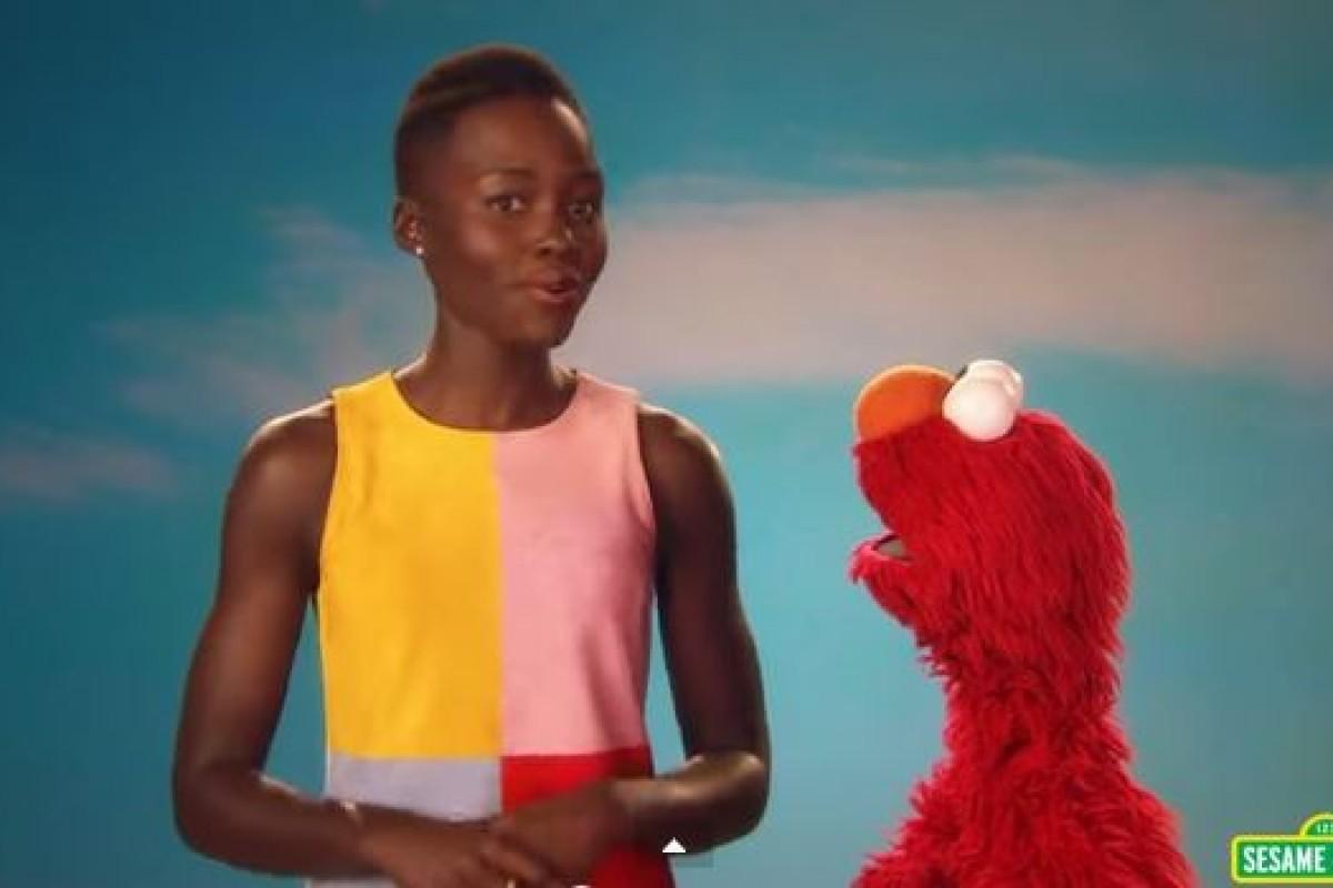Η Lupita Nyong'o και ο Elmo μαθαίνουν στα παιδιά να αγαπούν το δέρμα τους