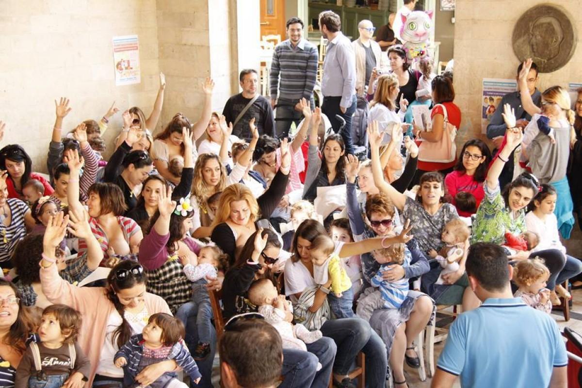 Δημόσιος θηλασμός σε 50 πόλεις της Ελλάδας την Κυριακή 2 Νοεμβρίου