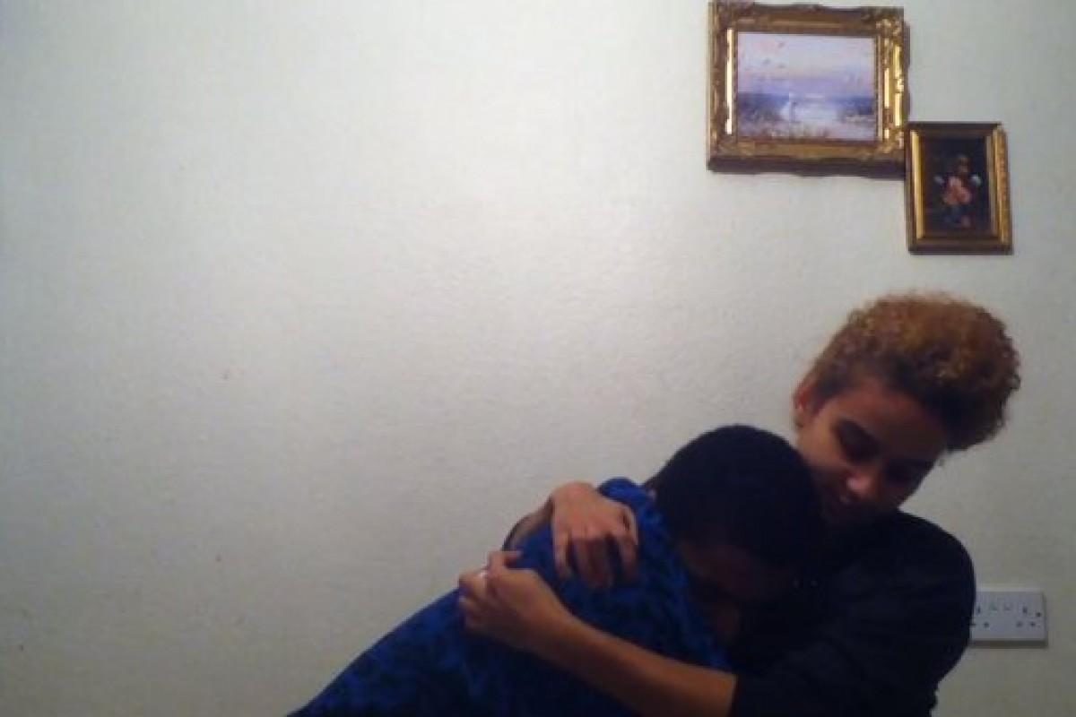 Ένα 14χρονο αγόρι αποκαλύπτει στην αδελφή του πως είναι ομοφυλόφιλος