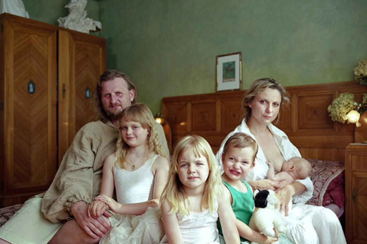 Μια φωτογράφος μεταμορφώνεται σε μέλος τελείως διαφορετικών οικογενειών