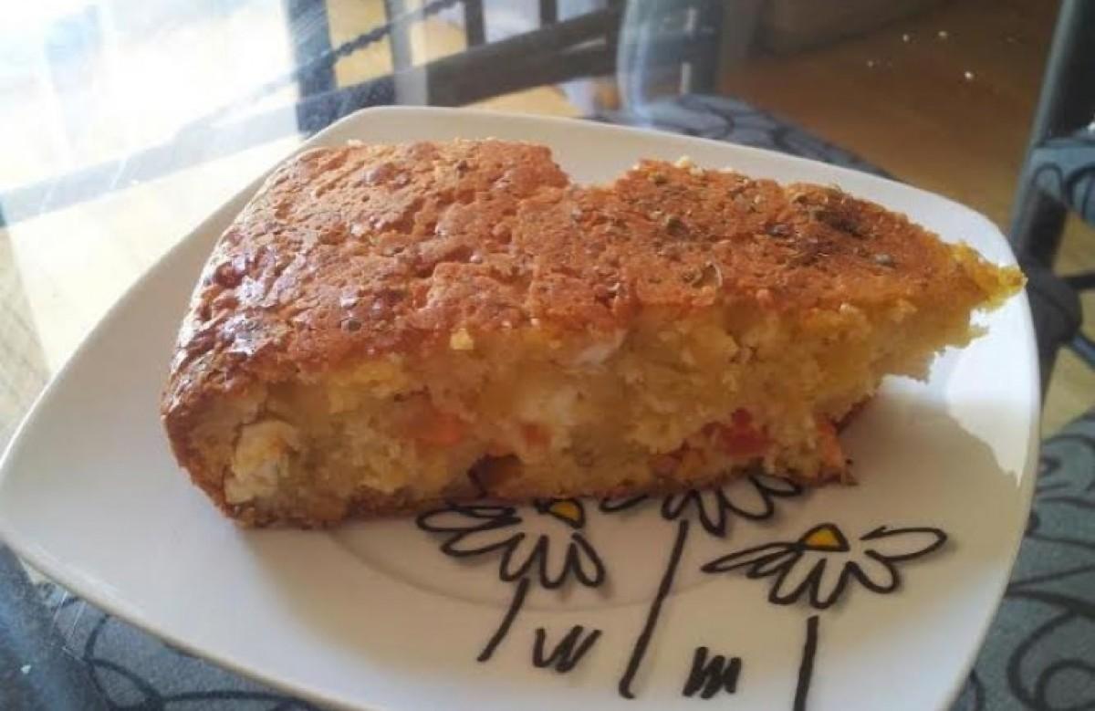 Αλμυρό κέικ με κοφινάκι, ελιές και ντοματίνια
