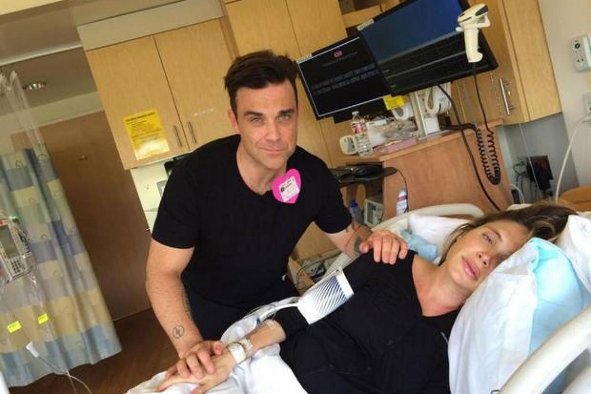 Ο Robbie Williams δημοσιεύει ζωντανά στο ίντερνετ τη γέννηση του γιου του