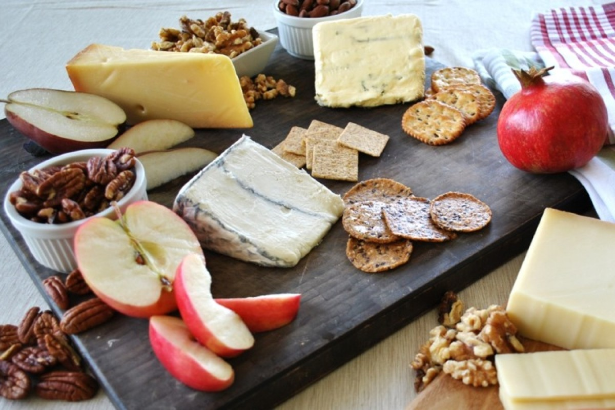 Πώς να σερβίρετε ένα πλατώ τυριών