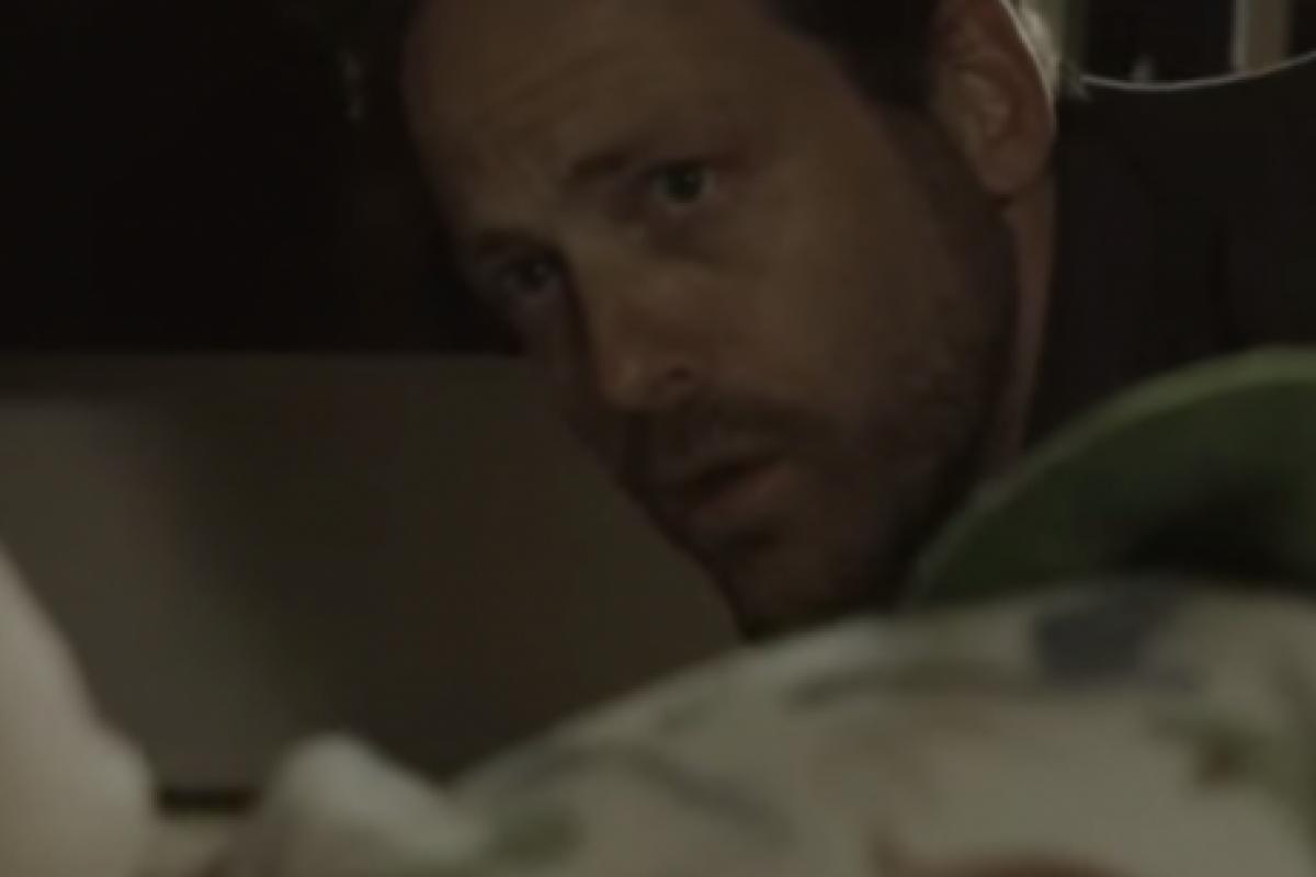[Βίντεο] Κοίταξες κάτω απ' το κρεβάτι;