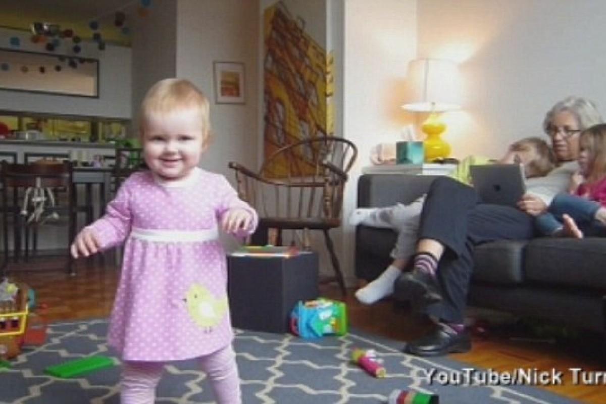 [Βίντεο] Κι έτσι, η Lucy περπάτησε!