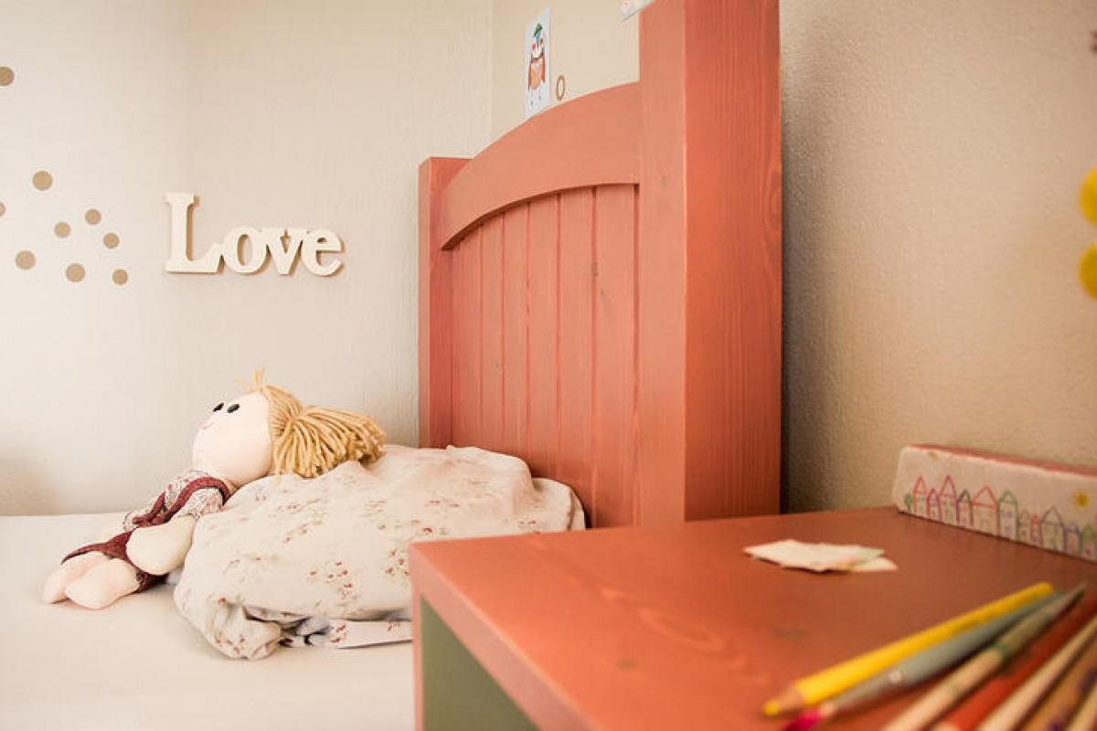 Ταλαντούχα μαμά: Η Αγγελική σχεδιάζει (παιδικά) έπιπλα μιας άλλης εποχής