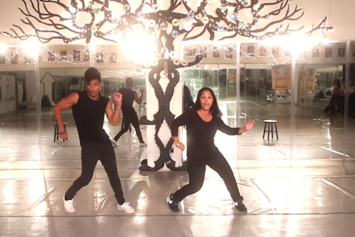 [Βίντεο] Αυτή η κωφάλαλη μαμά μάς αφήνει άφωνους με το χορό της