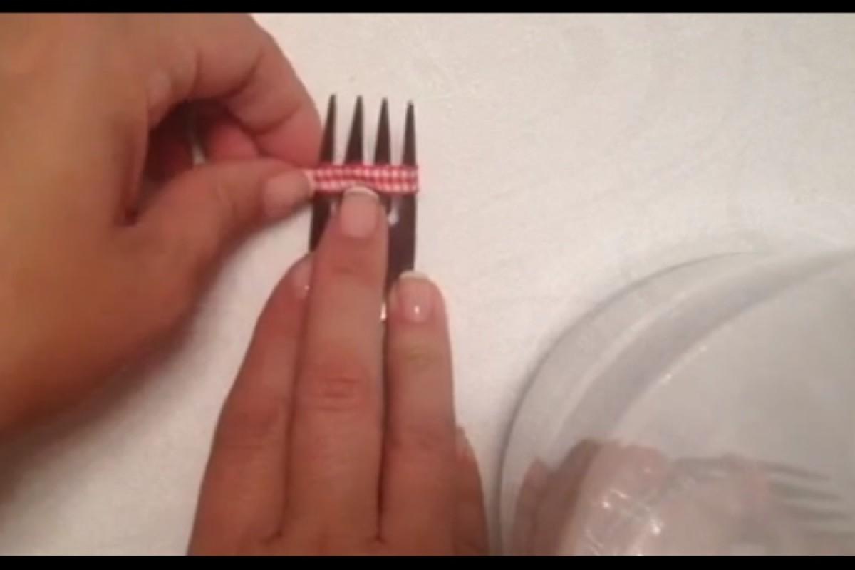 Πώς να δέσετε ένα μικρό μικρό φιογκάκι
