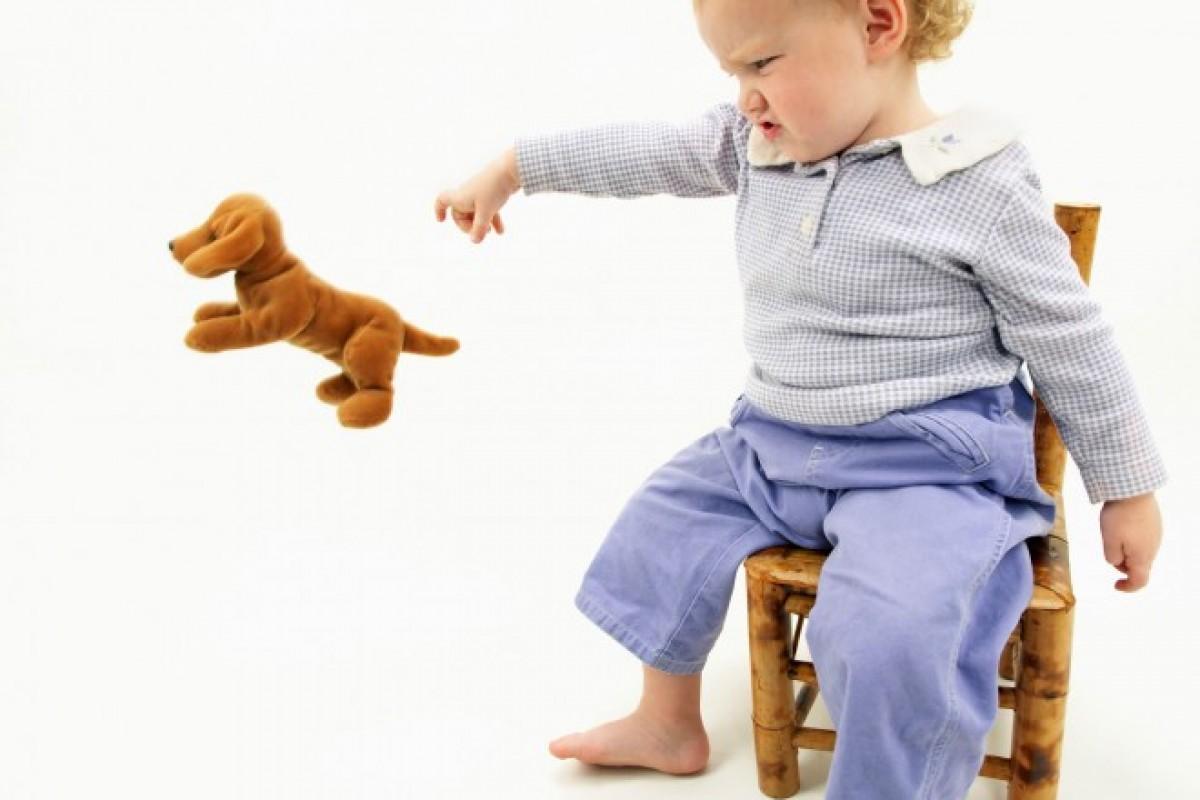 Το νήπιο σας σάς πετάει πράγματα στα μούτρα; Σταματήστε το με αυτές τις συμβουλές!