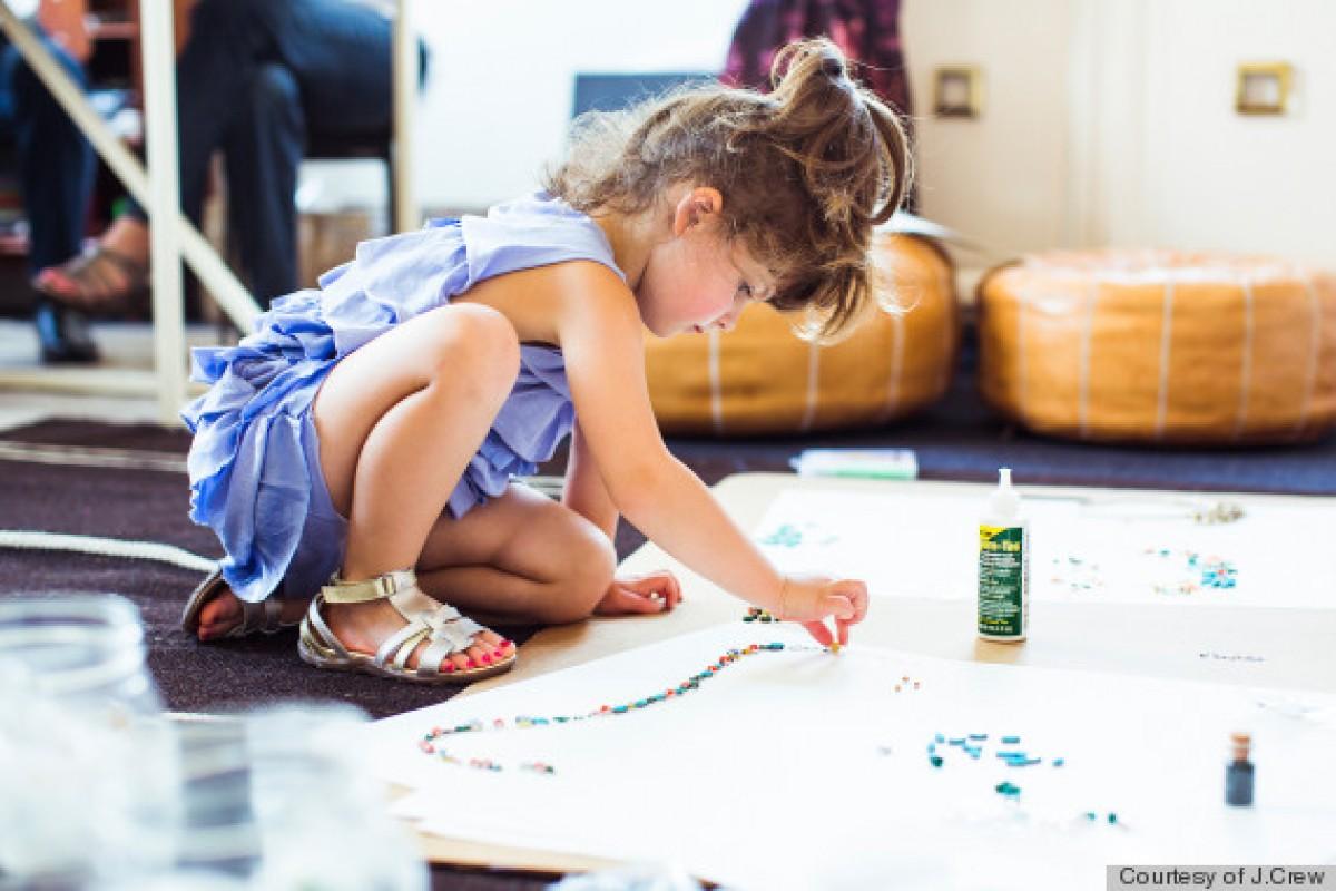 Μία 4χρονη με απίθανο ταλέντο δημιουργεί τη δική της κολεξιόν μόδας