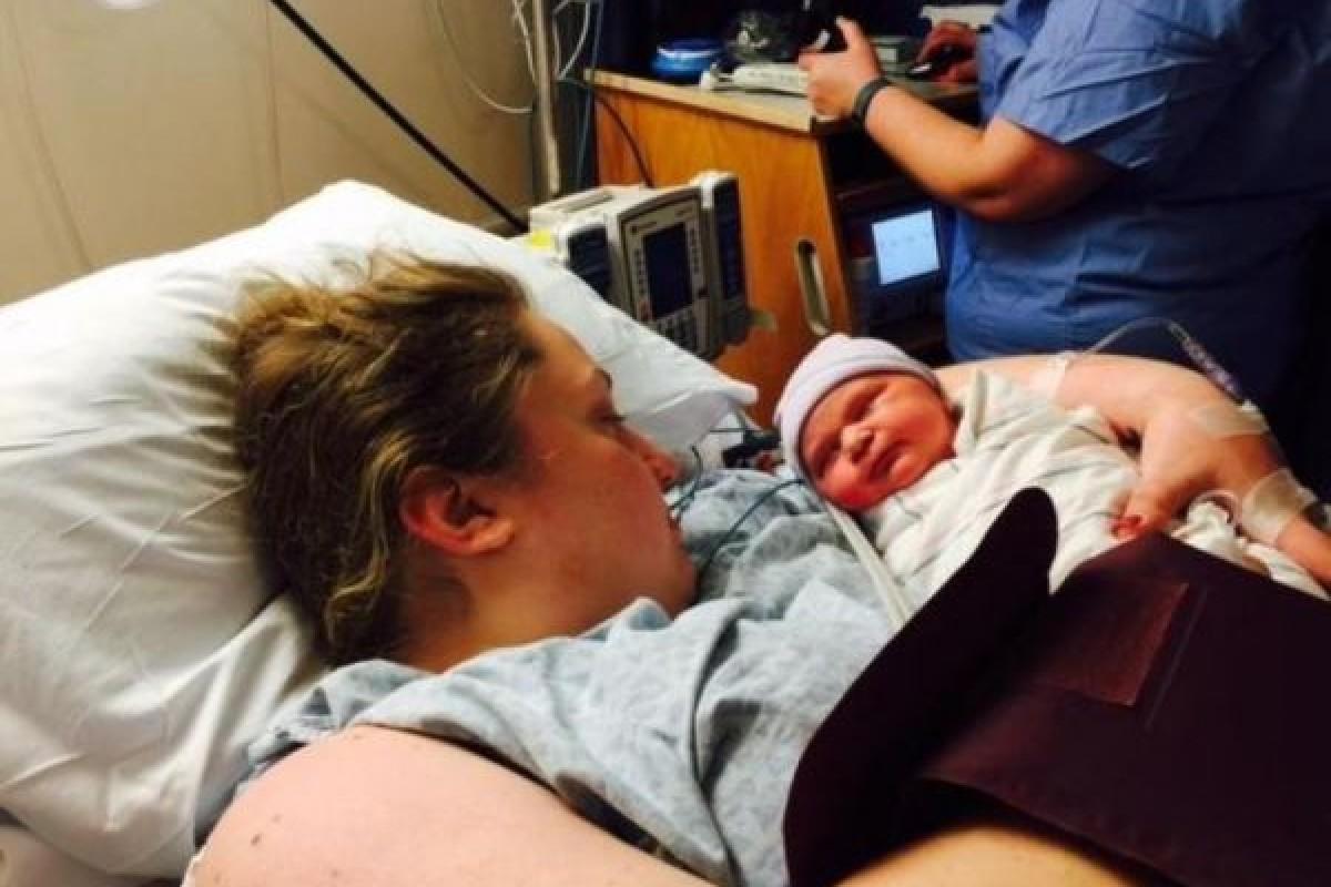 Γέννησε ένα μωράκι 4,5 κιλών μία ώρα αφότου έμαθε πως είναι έγκυος