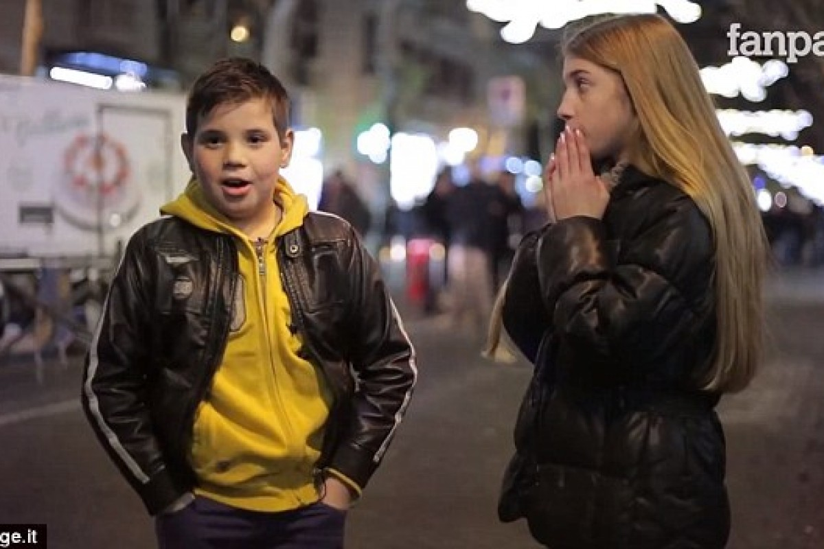 Ζήτησαν από αυτά τα αγόρια να χαστουκίσουν ένα κορίτσι. Δείτε πώς αντέδρασαν.