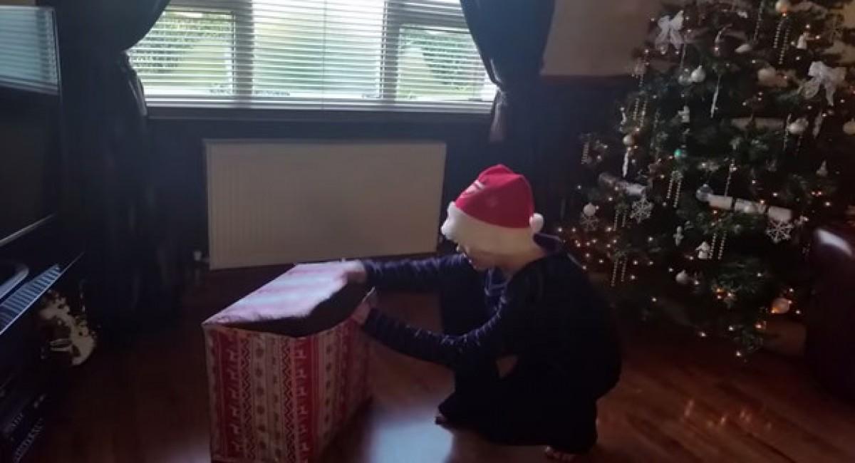 Το χριστουγεννιάτικο δώρο που έκανε αυτό το αγόρι να βάλει τα κλάματα