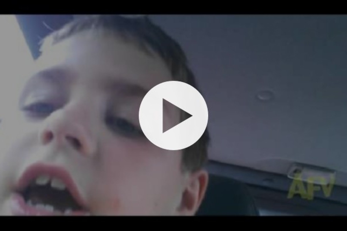 Ο μικρός Γκρίφιν μάς περιγράφει το πρώτο του φιλί!
