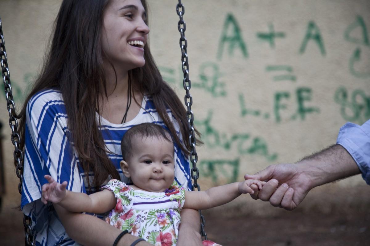 Η ιστορία της 17χρονης Δήμητρας που επέλεξε να κρατήσει το μωρό της