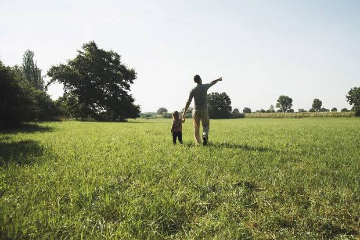 Πατέρας συγκινεί βγάζοντας την μικρή του κόρη για δείπνο του Αγίου Βαλεντίνου