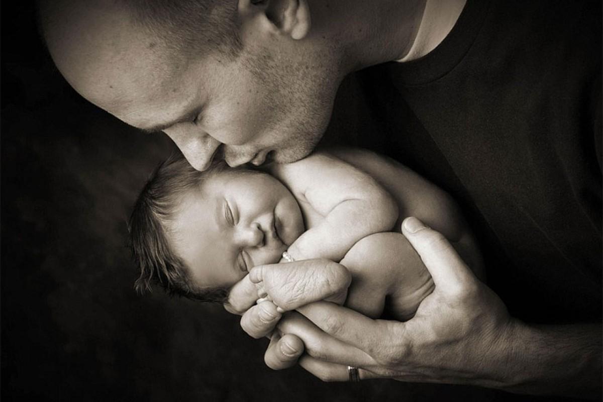 Γονείς φωτογραφίζονται με τα μωρά τους λίγο προτού αυτά φύγουν από τη ζωή