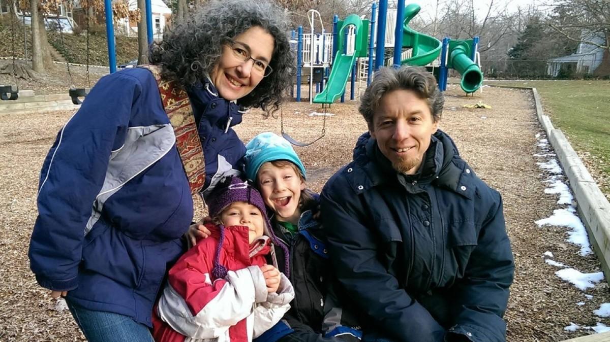 Οι γονείς που επιλέγουν να αφήσουν τα μικρά παιδιά τους να παίξουν έξω μόνα τους