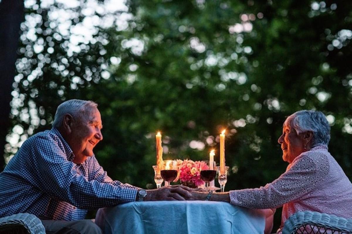 Ζευγάρια παντρεμένα περισσότερο από 50 χρόνια φωτογραφίζονται μαζί