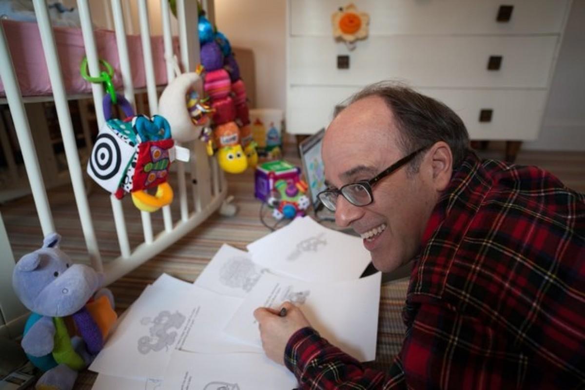 Ένας γελοιογράφος μπαμπάς γράφει μια ξεχωριστή ιστορία γέννησης μέσω παρένθετης μητέρας