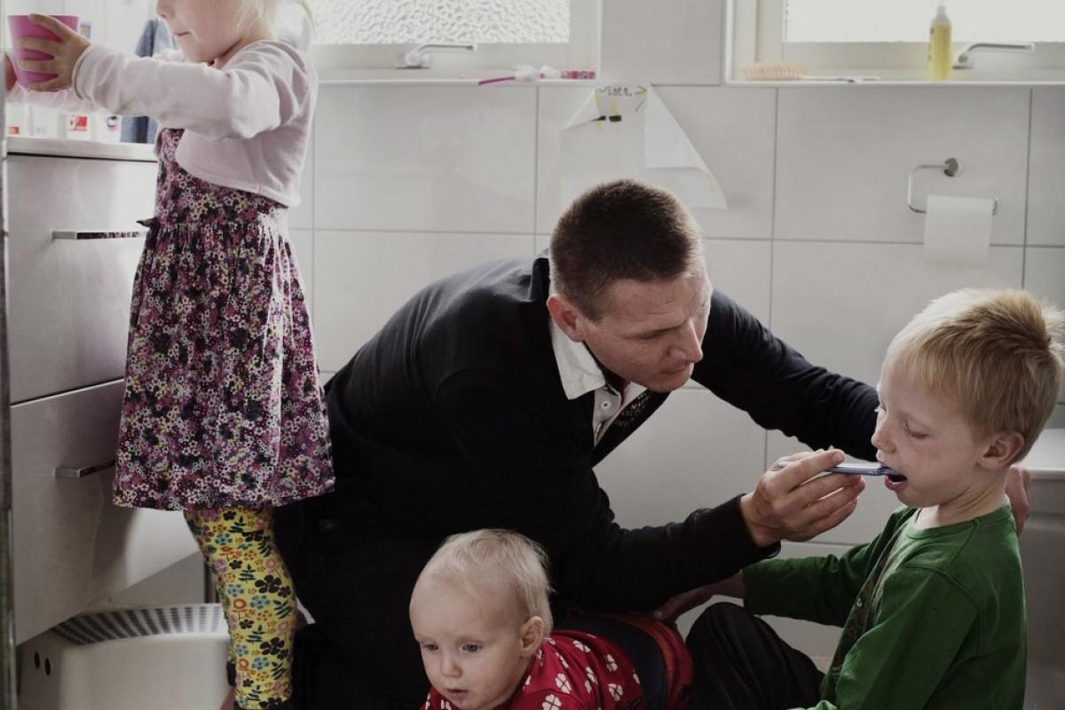 Πώς είναι να είσαι μπαμπάς και να έχεις άδεια 480 μέρες για να μεγαλώσεις το παιδί σου;