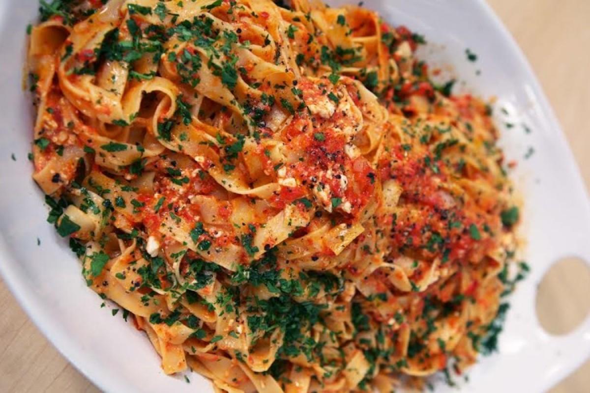 Φετουτσίνι με κρέμα πιπεριάς