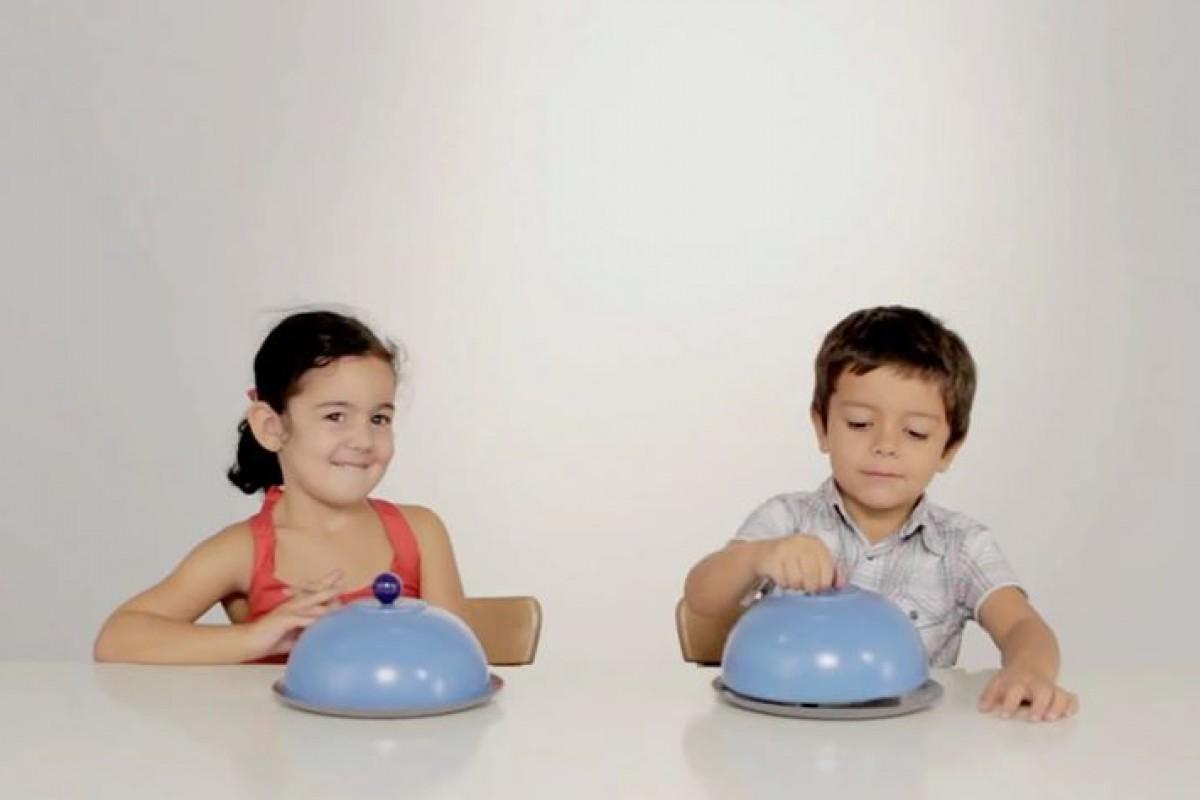 Δύο παιδιά, ένα σάντουιτς – δείτε τι γίνεται μετά