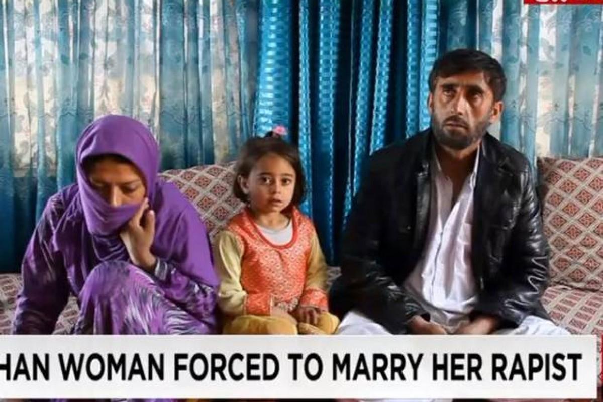 Την ανάγκασαν να παντρευτεί τον άνθρωπο που τη βίασε και την άφησε έγκυο