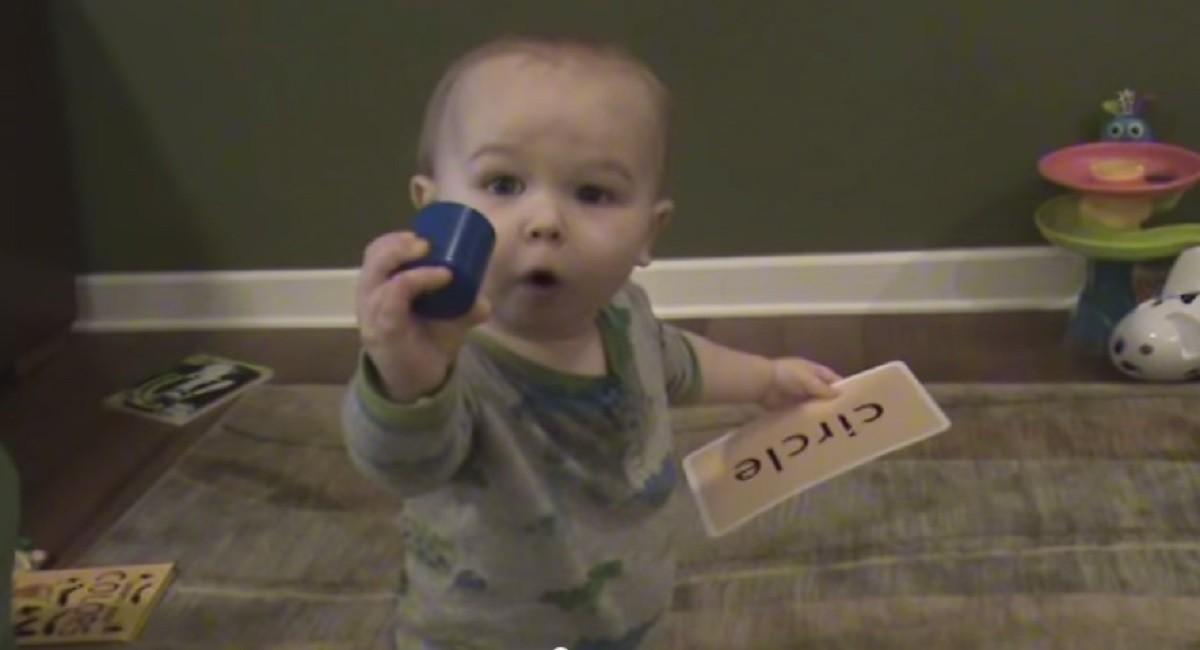 Αυτός ο μπέμπης αναγνωρίζει τις λέξεις κι είναι μόλις 16μιση μηνών