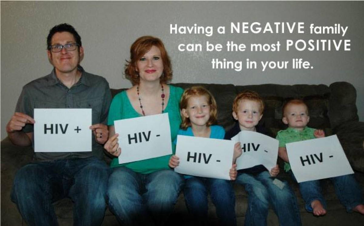 Ένας οροθετικός μπαμπάς μοιράζεται με τον κόσμο την αλήθεια γύρω από τον HIV
