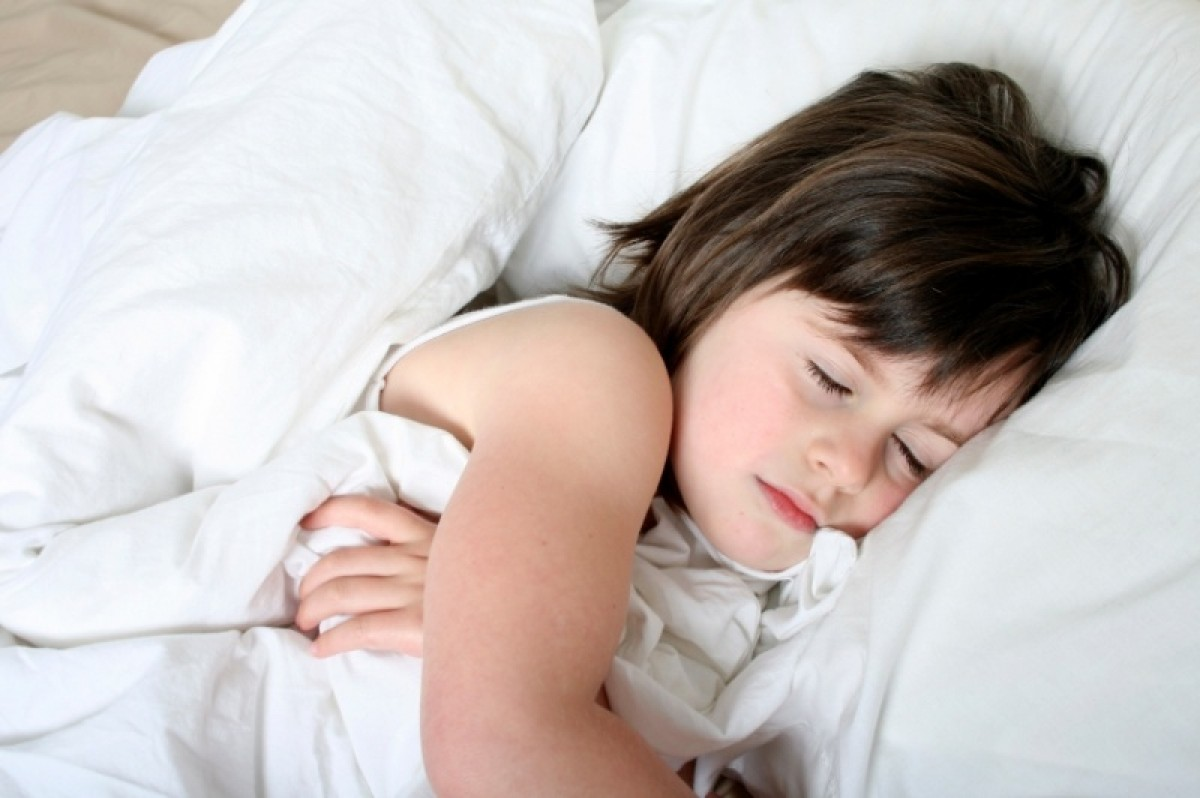 Πώς θα βοηθήσω την 8χρονη κόρη μου να κοιμάται πια μόνη της;