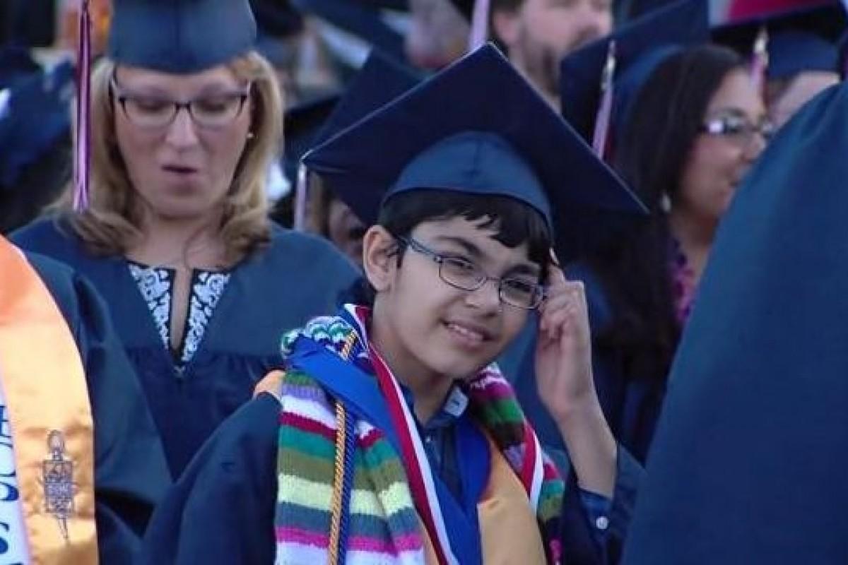 Αποφοίτησε από το κολλέγιο σε ηλικία 11 ετών