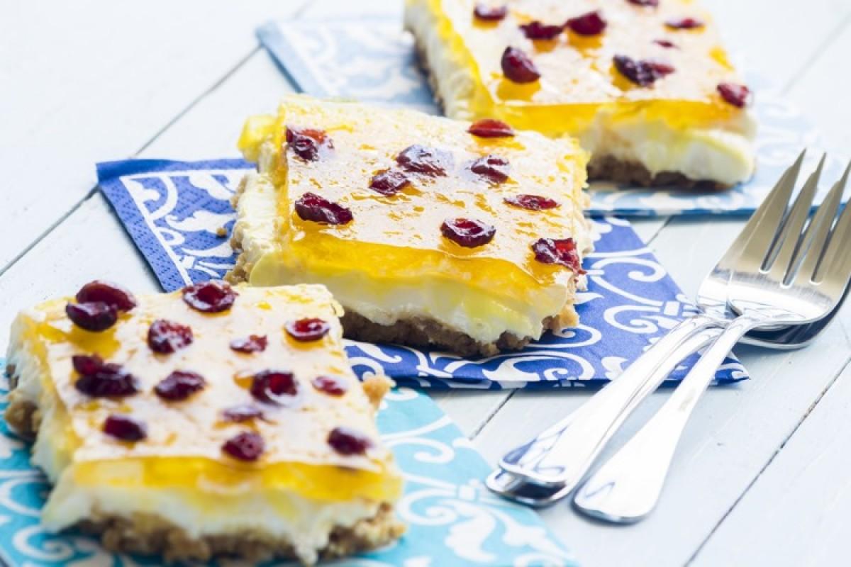 Μαμαδίστικο cheesecake ταψιού με ζελέ ανανά