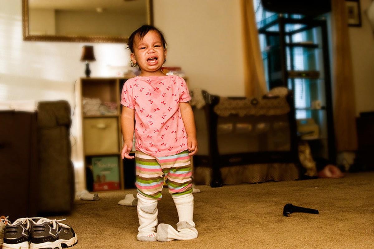 Πώς να… ντύσεις ένα νήπιο σε 50 απλά βήματα
