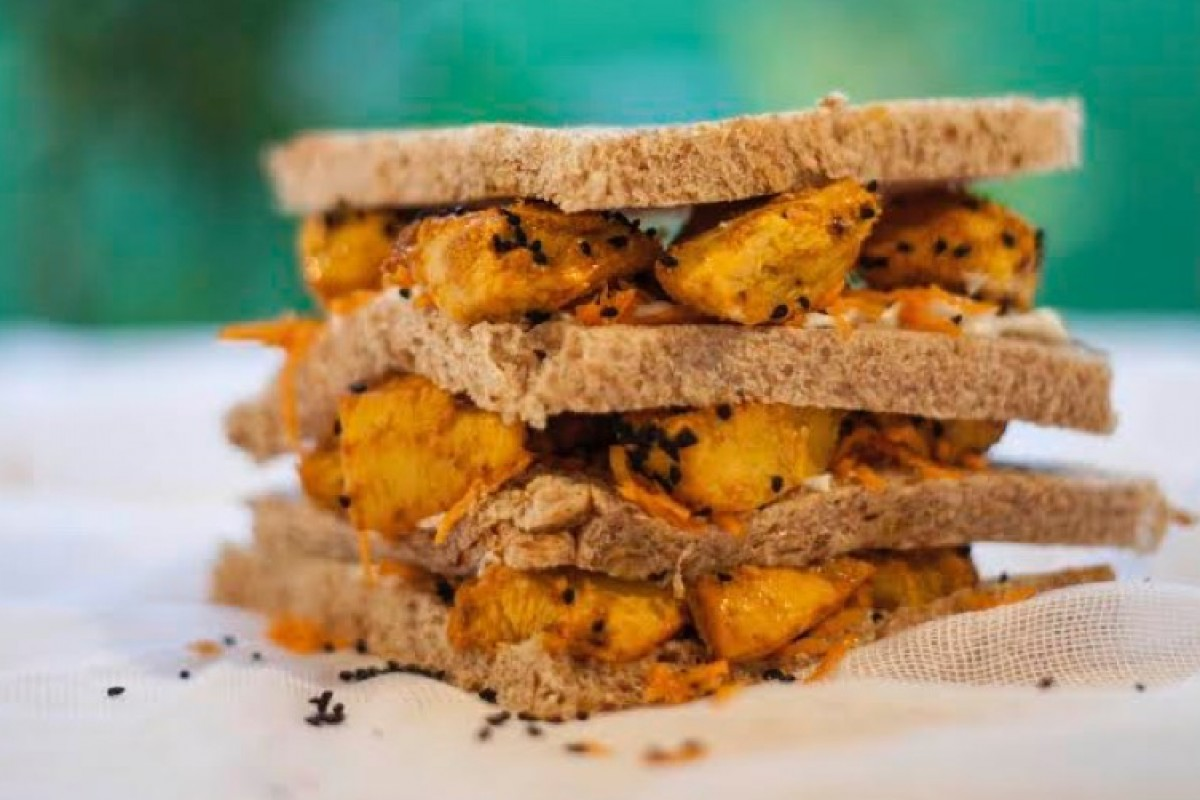 Κλαμπ σάντουιτς με κοτόπουλο ταντούρι