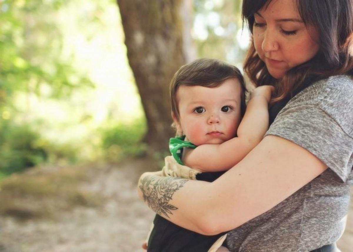 Γονείς με απίθανα τατουάζ φωτογραφίζονται μαζί με τα παιδιά τους