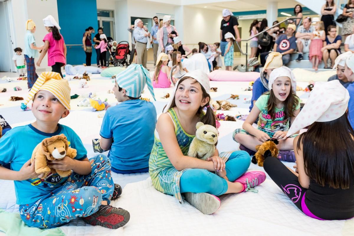 Ένα νοσοκομείο παίδων διοργάνωσε ένα ολονύχτιο πάρτι για τους μικρούς ασθενείς του
