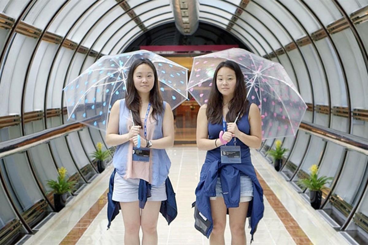 Δύο κοπέλες ανακάλυψαν πως είναι δίδυμες μέσα από το YouTube