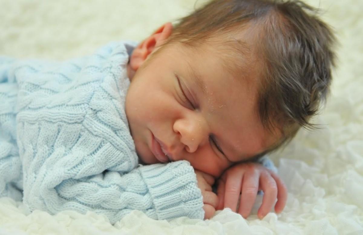 Μία εύκολη γέννα και ένα μωράκι με πολλά μαλλιά!