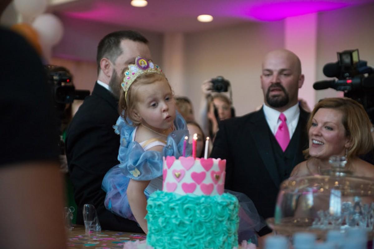 Γονείς οργάνωσαν για την άρρωστη κόρη τους μια μεγάλη γιορτή για τα τελευταία της γενέθλια