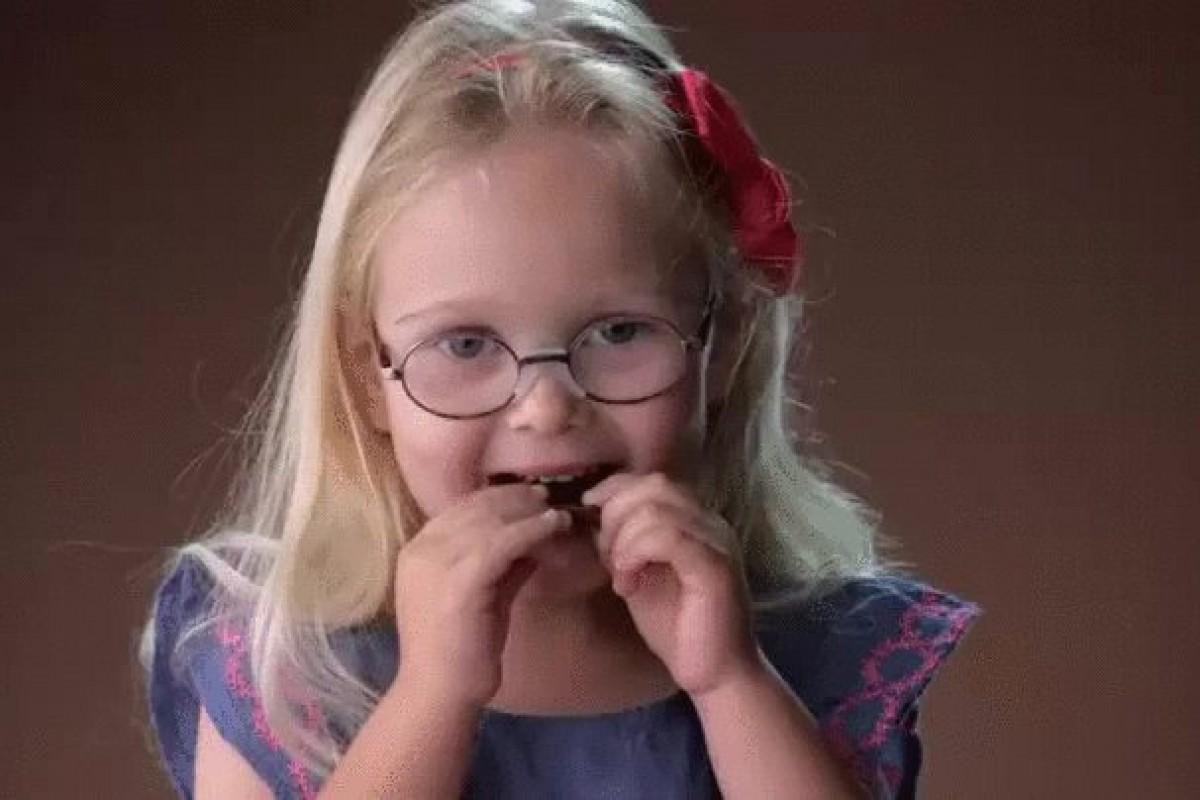 [Βίντεο] Παιδιά δοκιμάζουν για πρώτη φορά μαύρη σοκολάτα
