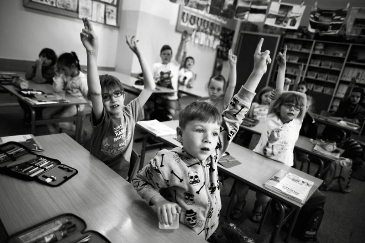 Τα πρωτάκια στα θρανία: Μία όμορφη σειρά ασπρόμαυρων φωτογραφιών