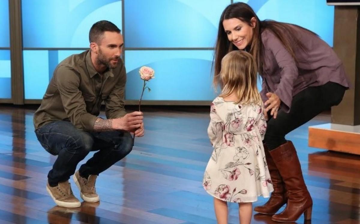 [Βίντεο] Ο Adam Levine των Maroon 5 συναντά τη μεγαλύτερη φαν του, ετών 3!