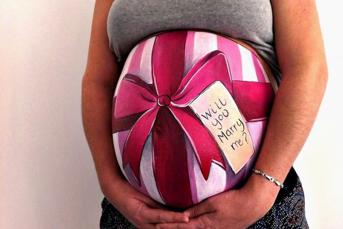 Θαυμάστε την πρωτότυπη πρόταση γάμου που έκανε αυτός ο άντρας ζωγραφίζοντας την κοιλιά της έγκυου συντρόφου του